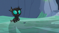 Young Thorax looking at other changelings S7E17