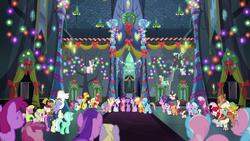 小马们在友谊城堡中放声歌唱