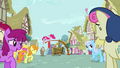 Background ponies laughing at Cranky S02E18.png