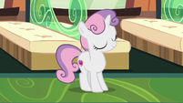 Filly Sweetie Belle dancing on the train S9E22