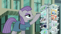 Maud shows Boulder a postcard S6E3