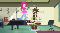 Pinkie Pie offering chocolate to her friends EGS1