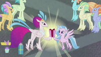 Queen Novo giving present to Silverstream S8E16