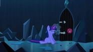 S03E02 Twilight próbuje otworzyć drzwi