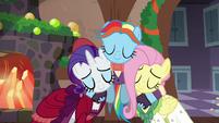 Snowdash hugging Merry and FlutterhollyS6E8