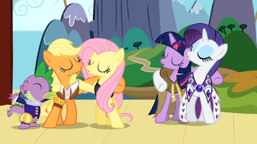 Spike, Applejack, Fluttershy, Twilight e Rarity cantando T02E11