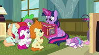 Twilight Sparkle continues to read S7E3