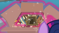 Twilight Sparkle opens her package S9E5