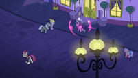 Twilight teleports outside the restaurant S5E12
