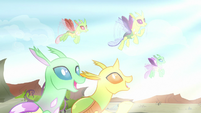 Changelings in awe of Pharynx's transformation S7E17