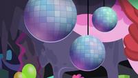 Disco balls S5E11