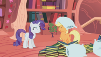 Happy Rarity and Applejack S1E08