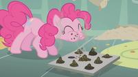 Pinkie Pie tasting cupcakes S01E12