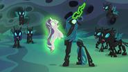 S06E26 Chrysalis przyciąga Starlight swoją magią