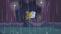 Sweetie Belle in the rain S4E19
