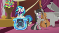 DJ Pon-3 and Octavia arrive at the wedding S5E9.png