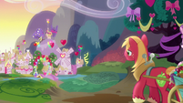Mac pulls Sugar Belle's wagon back to Ponyville S8E10