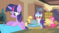 Rarity walking towards Twilight S4E08