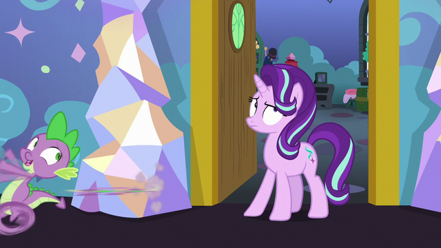 File:Spike runs away from Starlight's room S7E1.png