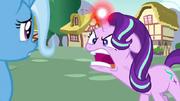 Starlight Glimmer grita enfurecida a Trixie S7E2