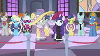 The ponies observe works of art S2E09
