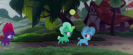 Fizzlepop Berrytwist's friends running away MLPTM