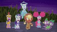 MAFH 07 Spike i kucyki przerażone kostiumem