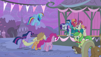 Main cast galloping towards the stage S4E14