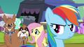 Orthros growls at Daring Do collector S4E22.png