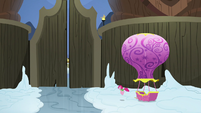 Pinkie Pie entering Yakyakistan S7E11