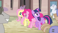 Ponies marching and singing S5E1