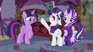 S07E14 Rarity żali się Twilight i Starlight