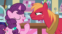 "Sugar Belle ""tell each other on three"" S8E10"