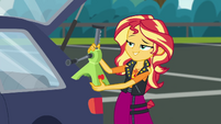 Sunset Shimmer holding an -apple--jack CYOE5b
