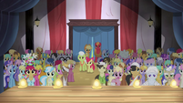The Apples and ponies gathered S4E20