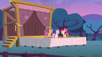 The CMC onstage at dusk S4E05
