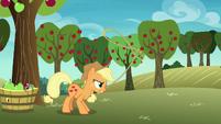 Applejack twirling her lasso S8E5