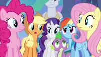 As amigas de Twilight e Spike se olham EG