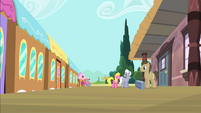 Doctor Hooves on train station S4E8