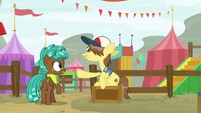 Ferris wheel pony stops Spur from getting on S9E22