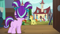 Filly Starlight sees Sunburst with her parents S5E26