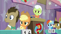 Granny and contestants look at Pinkie S9E16
