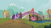 Pinkie Pie Big Mac rope bridge S2E20