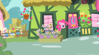Pinkie Pie spying S1E25