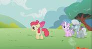 S02E06 Apple Bloom odchodzi od zdziwionych koleżanek