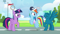 Sky Stinger lands next to Rainbow and Twilight S6E24.png