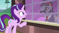 Starlight Glimmer talking to the ticket pony S7E24