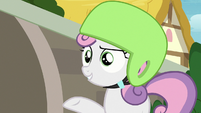 "Sweetie Belle ""making sculptures out of your lunch"" S7E6"