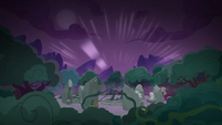 The Pony of Shadows drains the world of light S7E25