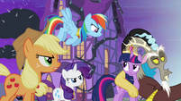 Twilight's friends don't believe Discord S4E01